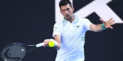 Djokovic sufre con Tiafoe y con el calor antes de pasar a tercera ronda