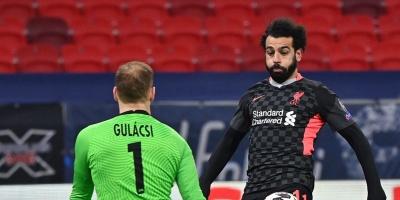 Liverpool pone un pie cuartos de final