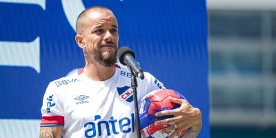 """D'Alessandro llega a Nacional """"con hambre de ganar"""" y no a retirarse"""