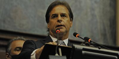 Lacalle Pou anunció ante el Parlamento medidas sociales, laborales y económicas