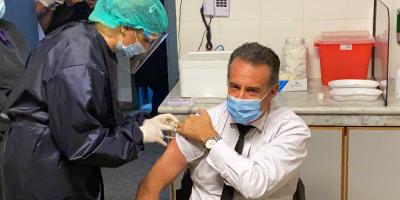 El ministro Salinas ya recibió la primera dosis contra la Covid-19