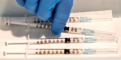 El Gobierno brasileño anuncia que avanza en otra vacuna nacional contra covid