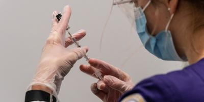 Pfizer-BioNTech dice su vacuna tiene 100 % de efectividad en adolescentes