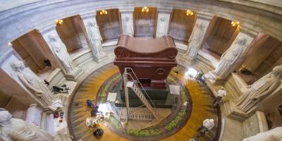 Francia restaura el mausoleo de Napoleón para el bicentenario de su muerte
