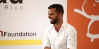 La Fundación Ricky Martin recibe 150.000 piezas de Old Navy para inmigrantes