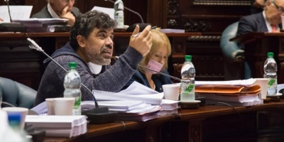 FA convocó a Salinas al Parlamento por muertes en residencial de Fray Bentos