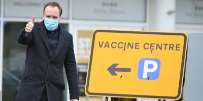 El ministro británico de Sanidad reitera el bajo riesgo de AstraZeneca