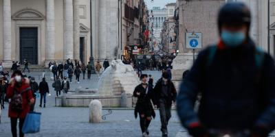 Italia planea ofrecer islas inmunizadas para atraer al turismo estival