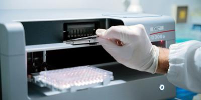 Brasil autoriza ensayos clínicos de una posible vacuna anticovid canadiense