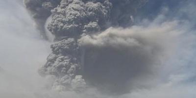 Volcán en San Vicente vuelve a erupcionar y lanza columna de 17 kilómetros