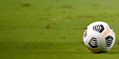 Apedrean el autobús del Real Madrid a su llegada a Anfield, una luna rota