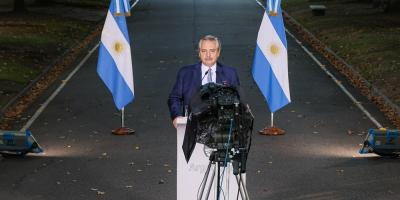 Argentina endureció toque de queda y vuelve a cerrar escuelas en Buenos Aires