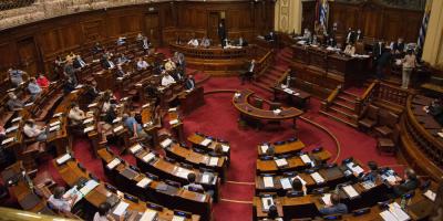 Parlamento aprobó el impuesto que grava los salario públicos altos
