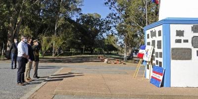 Lacalle Pou rindió homenaje a los Treinta y Tres Orientales en playa de la Agraciada