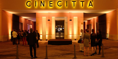 """Los míticos estudios de Cinecittà, nuevo """"escenario"""" de la vacunación en Roma"""