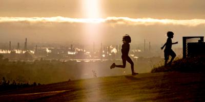 Respirar aire contaminado en la niñez afecta la salud mental, según estudio