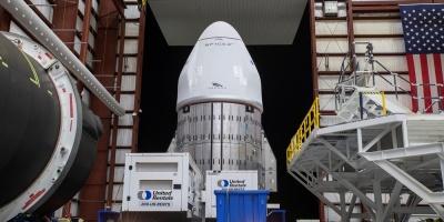 La cápsula Dragon con más de 3.000 kilos de carga se acopla a la EEI