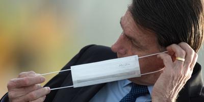 Bolsonaro pide a Pfizer anticipar entrega de vacunas contra el coronavirus