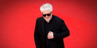 Cannes inaugura su primera alfombra roja con Almodóvar y Marion Cotillard