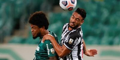Atlético Mineiro falla un penal y deja escapar vivo al Palmeiras