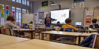 Francia quita la mascarilla en la escuela en las zonas menos afectadas