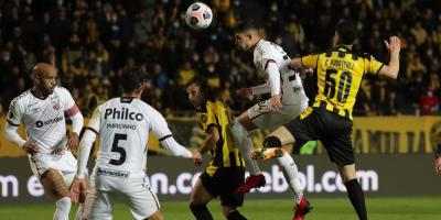 Peñarol perdió en partido de ida ante Paranaense por 2-1 hacia la final de la Sudamericana