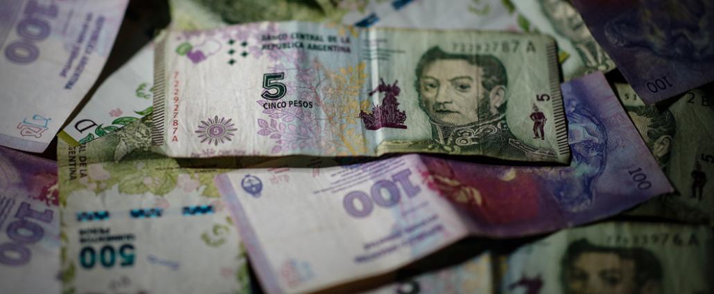 Argentina flexibiliza la restricción cambiaria a empresas que traigan divisas