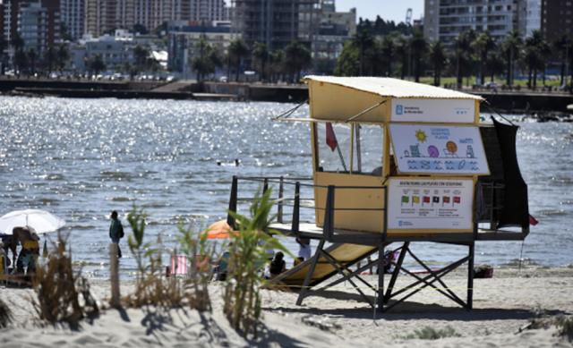 Comienzan los servicios de guardavidas en las playas de Montevideo - Radio Monte Carlo CX20 AM930
